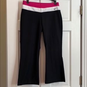 Nike cropped yoga pants. Never worn. Black/pink/wh